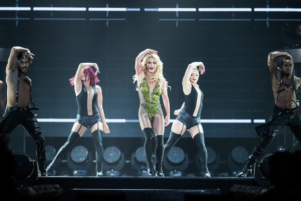 Chỉ 1 lần trong đời: Fan Việt ùn ùn kéo nhau sang Thái xem concert của Britney! - Ảnh 17.