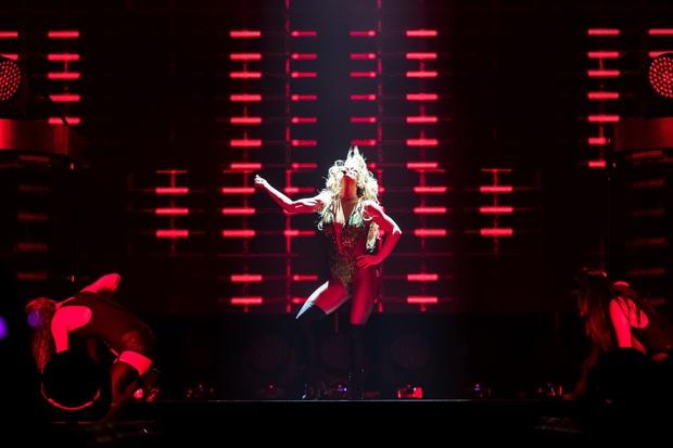Chỉ 1 lần trong đời: Fan Việt ùn ùn kéo nhau sang Thái xem concert của Britney! - Ảnh 16.