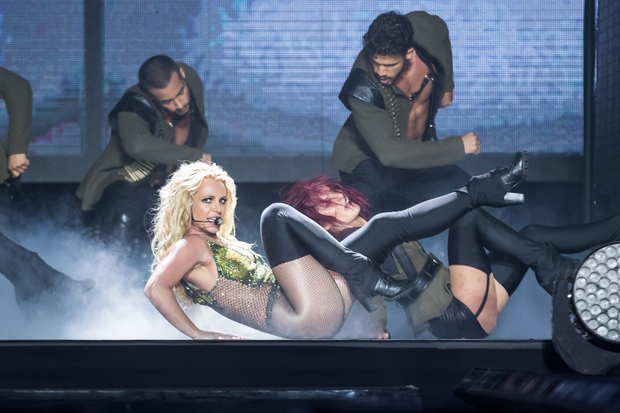 Chỉ 1 lần trong đời: Fan Việt ùn ùn kéo nhau sang Thái xem concert của Britney! - Ảnh 15.