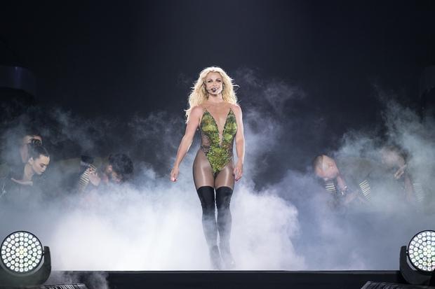 Chỉ 1 lần trong đời: Fan Việt ùn ùn kéo nhau sang Thái xem concert của Britney! - Ảnh 1.