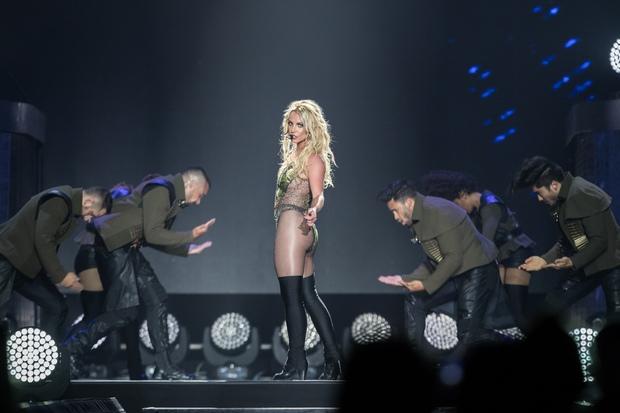 Chỉ 1 lần trong đời: Fan Việt ùn ùn kéo nhau sang Thái xem concert của Britney! - Ảnh 11.