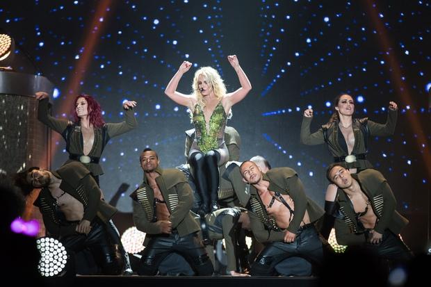 Chỉ 1 lần trong đời: Fan Việt ùn ùn kéo nhau sang Thái xem concert của Britney! - Ảnh 10.