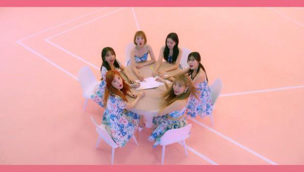 MV tiếng Nhật của A Pink vừa ra đã bị tố đạo nhái hit tiếng Hàn của Red Velvet - Ảnh 9.