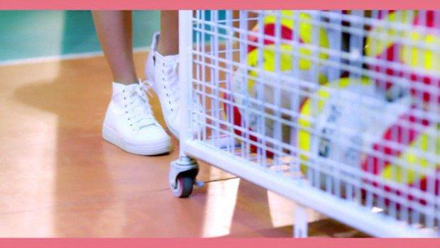 MV tiếng Nhật của A Pink vừa ra đã bị tố đạo nhái hit tiếng Hàn của Red Velvet - Ảnh 8.