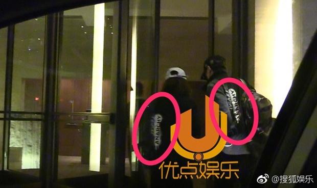 Triệu Lệ Dĩnh bị bắt gặp mặc áo đôi đi khách sạn với Đường Tăng Phùng Thiệu Phong - Ảnh 1.