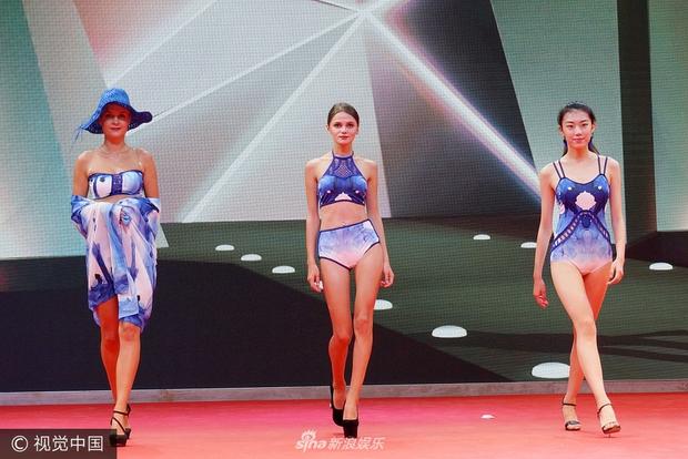 Chất lượng nghèo nàn của dàn người mẫu áo tắm quốc tế Trung Quốc khiến dân tình ngán ngẩm - Ảnh 5.