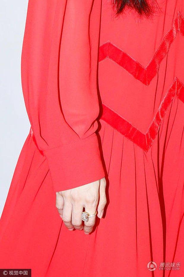 Đeo nhẫn kim cương khủng trên tay, Phạm Băng Băng vẫn chưa quyết định được ngày đăng ký kết hôn với Lý Thần - Ảnh 3.