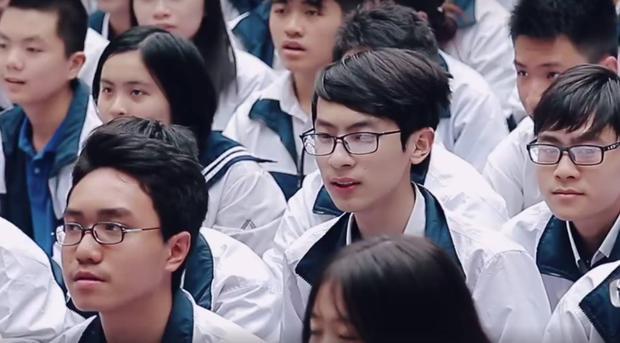 HS Lương Thế Vinh (Hà Nội) đồng thanh bài ca của trường tặng thầy Văn Như Cương, mong thầy chóng khoẻ - Ảnh 3.