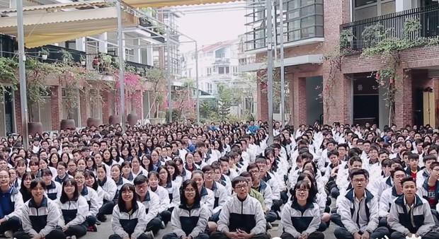 HS Lương Thế Vinh (Hà Nội) đồng thanh bài ca của trường tặng thầy Văn Như Cương, mong thầy chóng khoẻ - Ảnh 5.