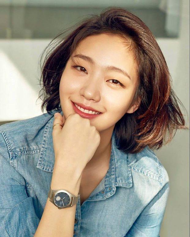 Trước bị chê xấu, nữ diễn viên Goblin Kim Go Eun đột ngột gây chú ý vì quá xinh đẹp - Ảnh 15.