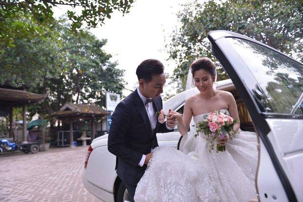 MC Thành Trung cùng bà xã kí hợp đồng hôn nhân trong lễ cưới - Ảnh 14.
