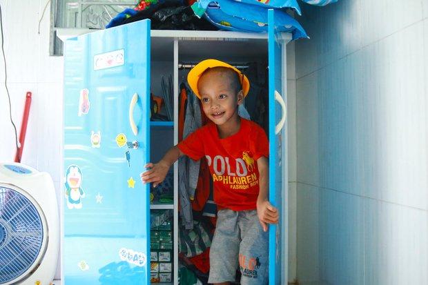 Chuyện về chiếc tủ màu xanh chứa đầy kho báu của cậu nhóc ve chai Thành Đạt - Ảnh 5.