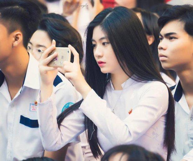 Cô bạn 18 tuổi chứng minh con gái Việt mặc áo dài lúc nào cũng là xinh nhất - Ảnh 3.