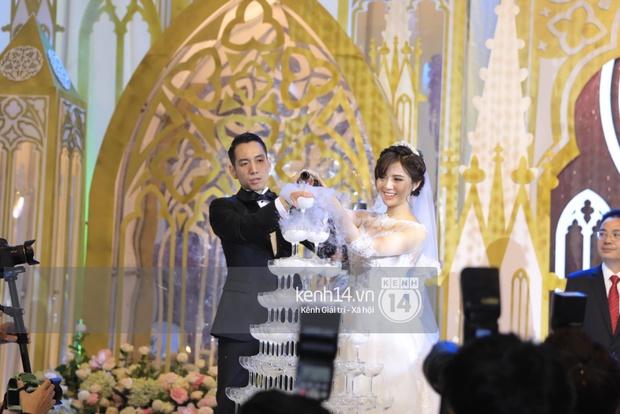 ĐỘC QUYỀN: Tú Linh mặc váy cô dâu, rạng rỡ trong tiệc cưới buổi tối - Ảnh 19.