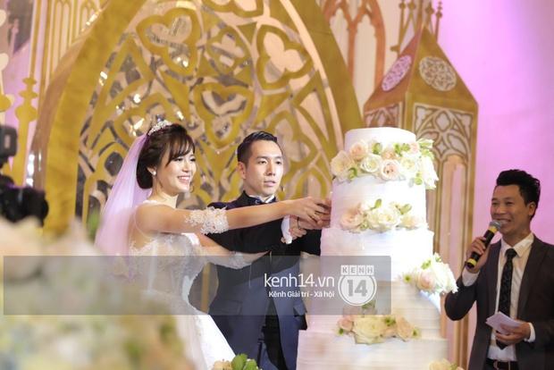 ĐỘC QUYỀN: Tú Linh mặc váy cô dâu, rạng rỡ trong tiệc cưới buổi tối - Ảnh 18.