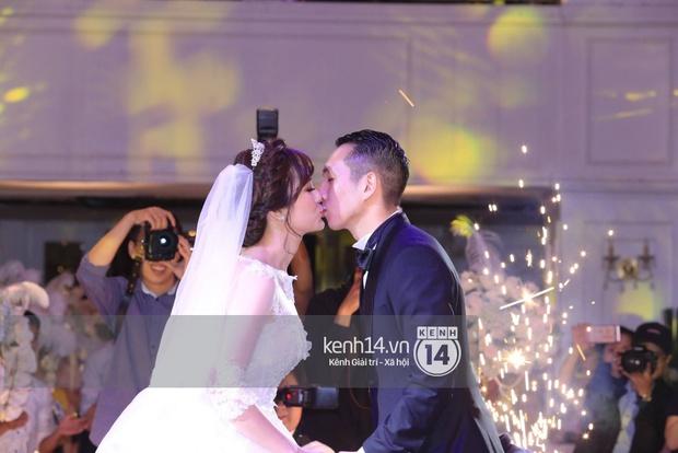 ĐỘC QUYỀN: Tú Linh mặc váy cô dâu, rạng rỡ trong tiệc cưới buổi tối - Ảnh 17.