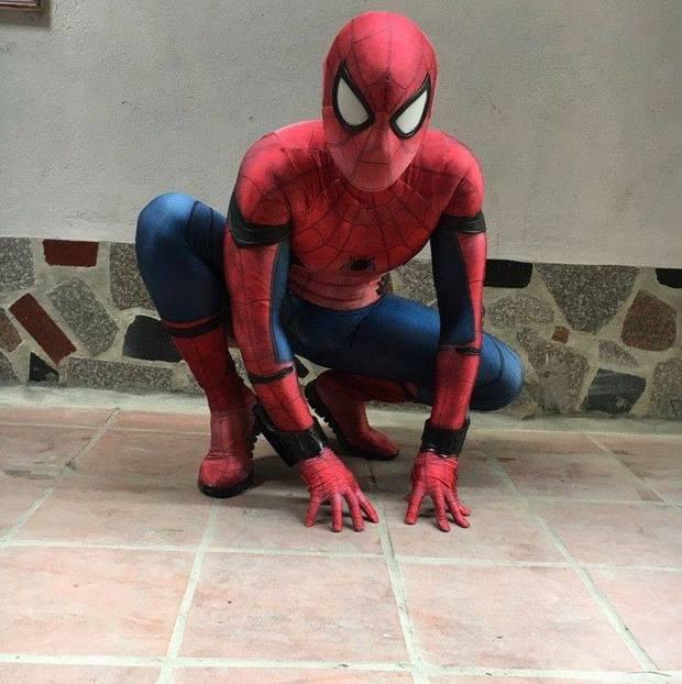 20 tuổi vẫn mê siêu nhân, chàng trai tự thiết kế trang phục để biến ước mơ thành sự thật - Ảnh 10.