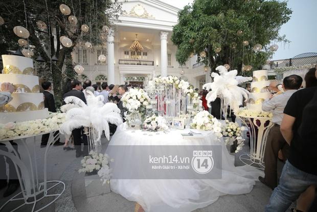 ĐỘC QUYỀN: Tú Linh mặc váy cô dâu, rạng rỡ trong tiệc cưới buổi tối - Ảnh 2.