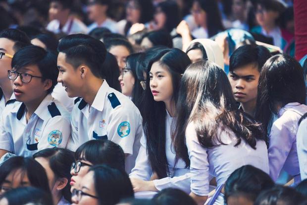 Cô bạn 18 tuổi chứng minh con gái Việt mặc áo dài lúc nào cũng là xinh nhất - Ảnh 2.