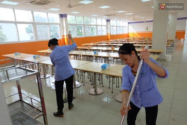 Phụ huynh phản đối cho con ăn ở trường Đoàn Thị Điểm Ecopark vì nghi thực phẩm không đảm bảo vệ sinh - Ảnh 6.