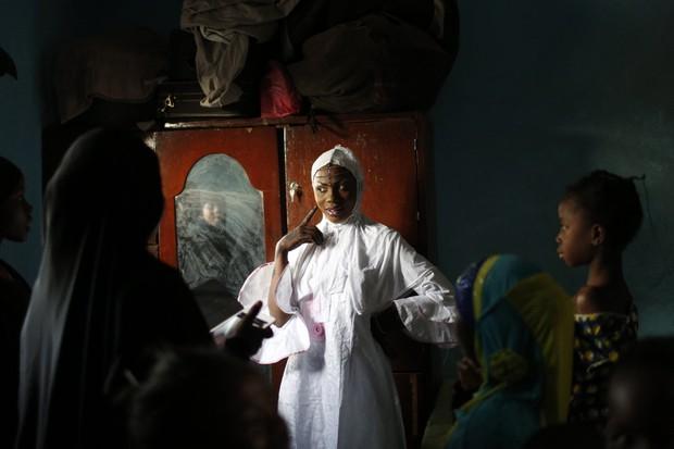 Cùng ngắm thêm 22 bộ váy cưới truyền thống tuyệt đẹp trên toàn thế giới - Ảnh 36.
