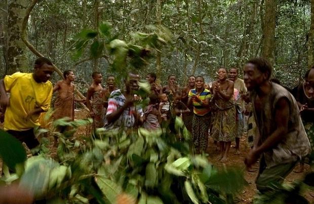 Bên trong bộ lạc gần 50% trẻ em không thể sống quá 5 tuổi ở châu Phi - Ảnh 18.
