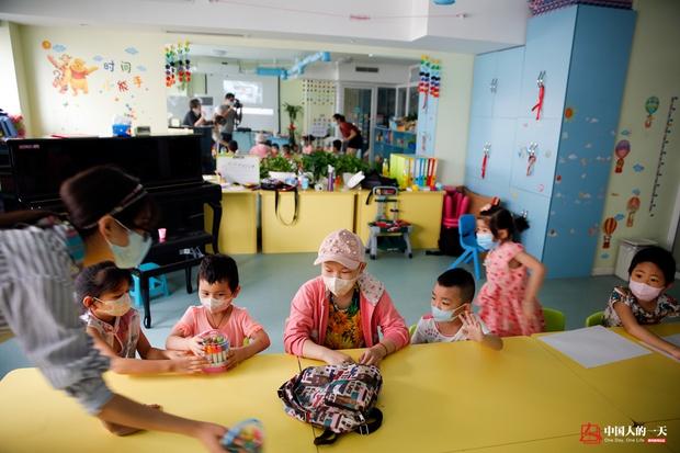 Nhật ký phiêu bạt ở Bắc Kinh của trẻ em mắc bệnh ung thư phải ở trong những căn nhà chật chội, kiếm tìm hy vọng sống - Ảnh 11.