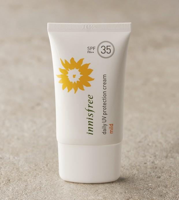 Để sáng ra đường da mặt không còn khô ráp, bạn thử tham khảo chu trình dưỡng ẩm hợp khí hậu Việt Nam này xem - Ảnh 20.