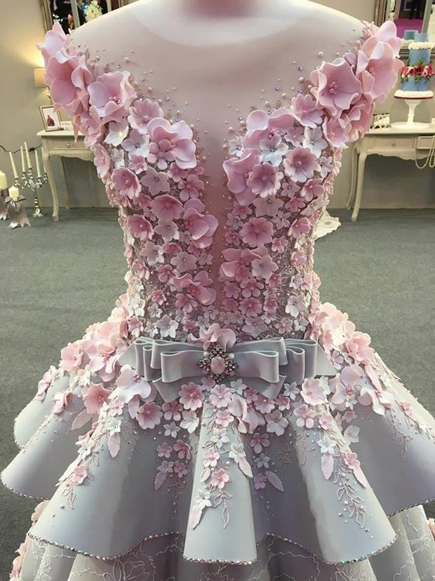 Chiêm ngưỡng chiếc bánh gato váy cưới đẹp lộng lẫy như trong cổ tích - Ảnh 3.