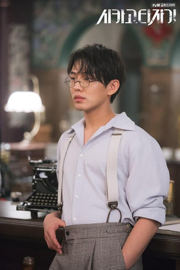 Yoo Ah In có thể thư sinh mà vẫn quyến rũ chết người như này sao? - Ảnh 11.