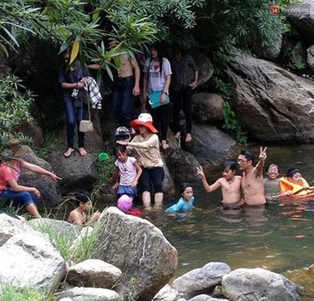 Quảng Nam: Trượt chân ngã xuống hố sâu, 2 nữ sinh lớp 12 đuối nước thương tâm - Ảnh 1.