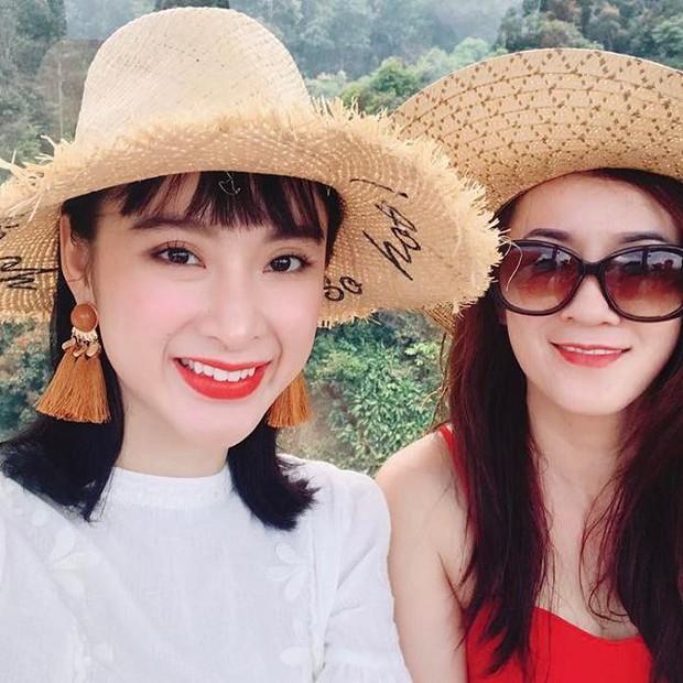 Angela Phương Trinh gây ngỡ ngàng khi khoe mẹ trẻ trung như... chị gái - Ảnh 2.
