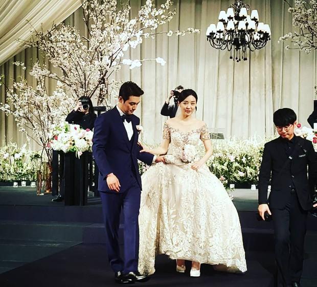 Xôn xao vì vợ diễn viên Vì sao đưa anh tới vừa quá đẹp vừa giống Lee Young Ae - Ảnh 17.