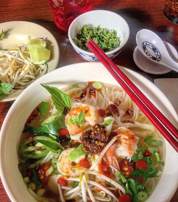 10 món ăn đường phố Việt Nam được CNN hết lời khen ngợi - Ảnh 3.