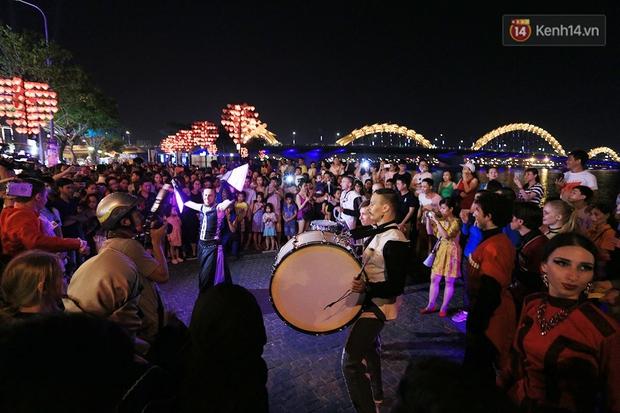 Hàng vạn người đổ ra đường hòa mình cùng lễ hội đường phố cực sôi động ở Đà Nẵng - Ảnh 14.
