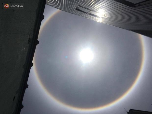 Mặt trời với vòng hào quang kỳ lạ xuất hiện ở Huế khiến người dân xôn xao - Ảnh 4.