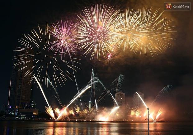 Chùm ảnh: Hai đội Thụy Sỹ và Nhật Bản tranh tài đẹp mắt tại Lễ hội pháo hoa quốc tế Đà Nẵng - Ảnh 7.