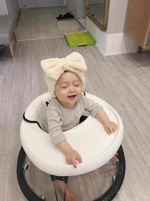 Ai cũng muốn có con gái như Heo Mi nhon: Thấy mẹ kêu đau bụng khóc òa lên nhưng rồi mải chơi lại... quên mất - Ảnh 2.