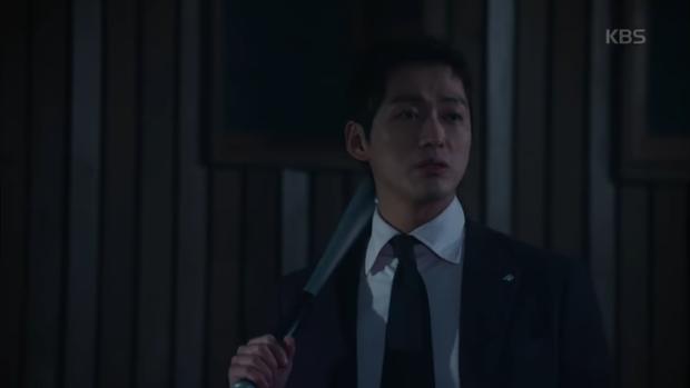"""""""Sếp Kim"""" siêu lầy: Nam Goong Min """"cosplay"""" cảnh catwalk kinh điển của Goblin - Ảnh 23."""