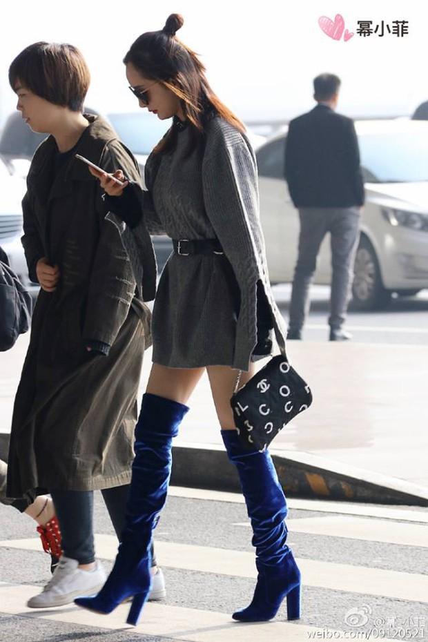 Những màn khoe chân đỉnh cao chứng minh: Dương Mịch chính là nữ hoàng sân bay số 1 Cbiz! - Ảnh 9.