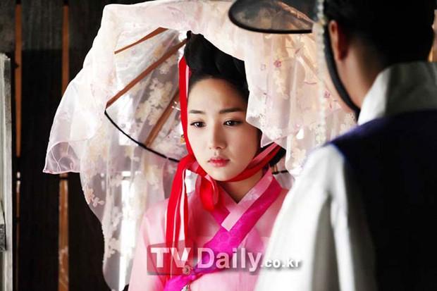 Bằng chứng chứng minh 5 nam chính phim Hàn này có bệnh về mắt cực nặng - Ảnh 7.