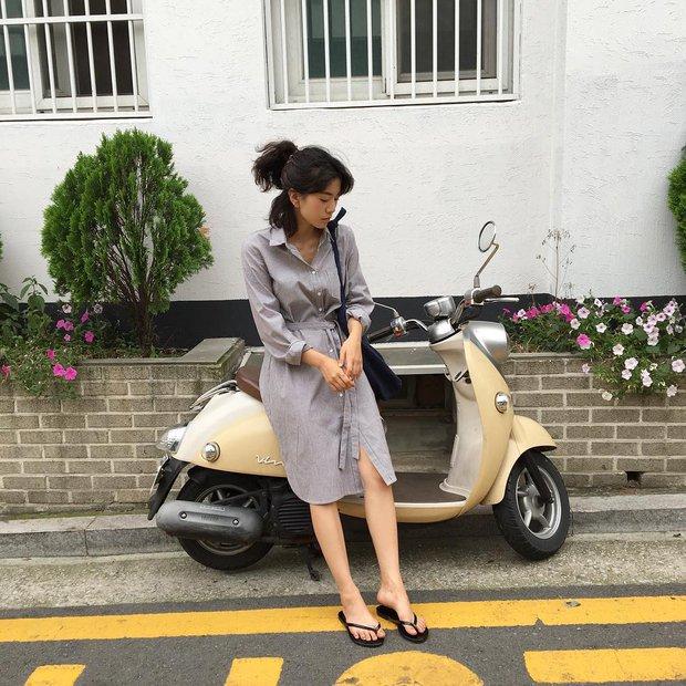Dép tông, dép lào giờ đã thành món đồ sành điệu, được các fashionista xứ Hàn diện cùng đồ đi chơi cực chất - Ảnh 20.