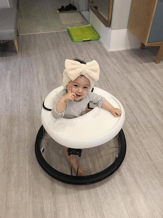 Ai cũng muốn có con gái như Heo Mi nhon: Thấy mẹ kêu đau bụng khóc òa lên nhưng rồi mải chơi lại... quên mất - Ảnh 3.