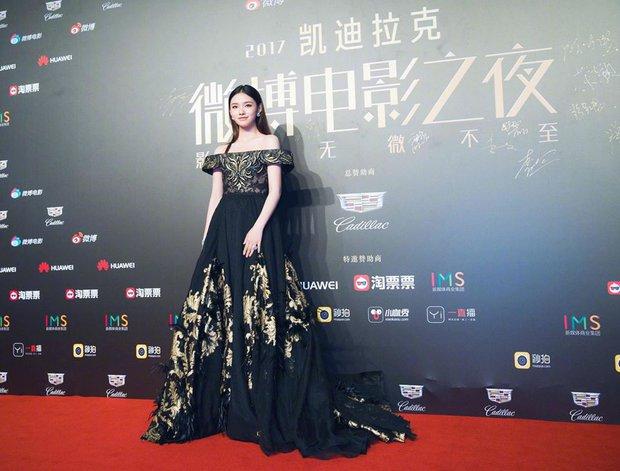 Thảm đỏ Weibo Films Night: Dương Mịch khoe vòng một căng đầy, Mỹ Nhân Ngư Lâm Duẫn sang chảnh đè bẹp đồng nghiệp - Ảnh 8.