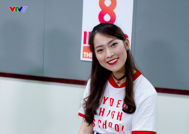 Khánh Vy khiến cư dân mạng ngưỡng mộ khi xuất hiện trong vai trò host chương trình 8 IELTS trên sóng VTV7 - Ảnh 2.