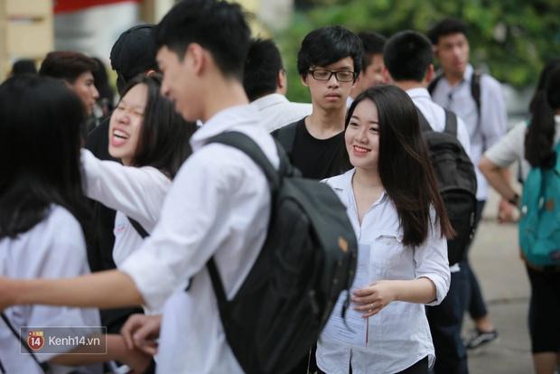 Hơn 866.000 thí sinh làm thủ tục chính thức bước vào kỳ thi THPT 2017 - Ảnh 9.