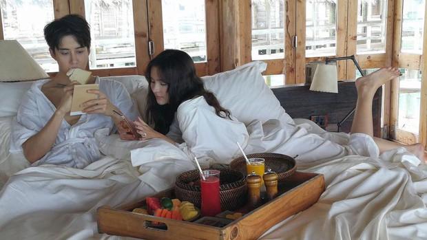 Hết Song - Song, lại đến cặp đôi Full House Thái khiến fan nghi ngờ vì quá tình trên tạp chí - Ảnh 8.