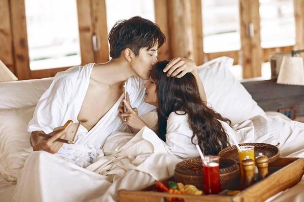 Bội thực cảnh hôn trong loạt clip hậu trường tạp chí của cặp đôi Full House Thái Mike và Aom - Ảnh 5.