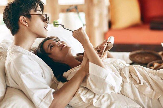 Hết Song - Song, lại đến cặp đôi Full House Thái khiến fan nghi ngờ vì quá tình trên tạp chí - Ảnh 1.