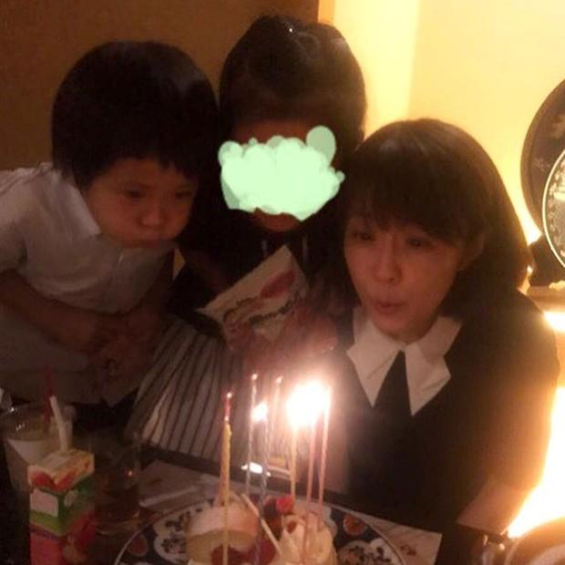 Vợ mới mất 1 tháng vì bệnh ung thư, tài tử Nhật Bản đã vội muốn tái hôn với chính chị ruột của bà xã - Ảnh 4.